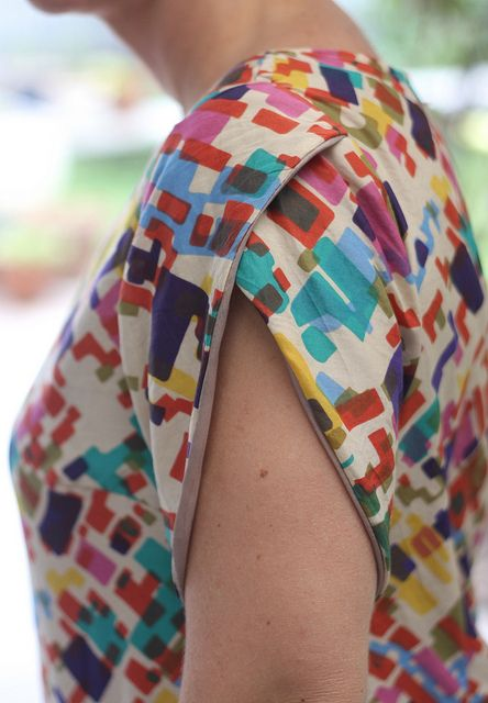 Colette Patterns Laurel, modified with a petal sleeve #sewing.... Love the sleeves on this top.