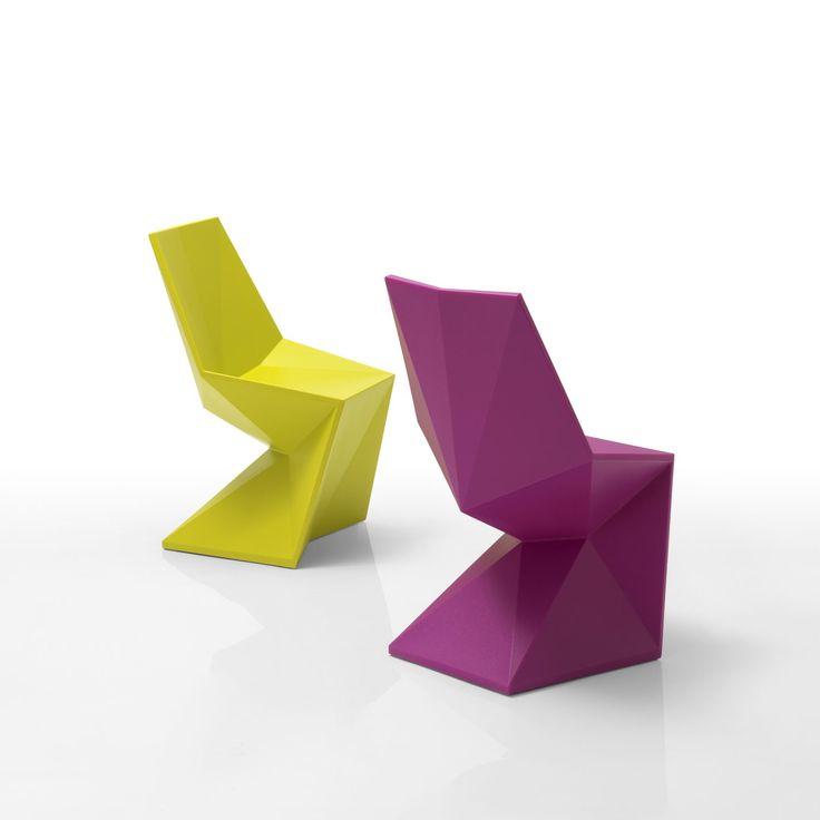 Vondom Silla Vertex. Diseñador: Karim Rashid. Sofisticada silla de exterior de diseño ultra-contemporáneo. La colección Vertex parece haber si esculpida en un único bloque de material.