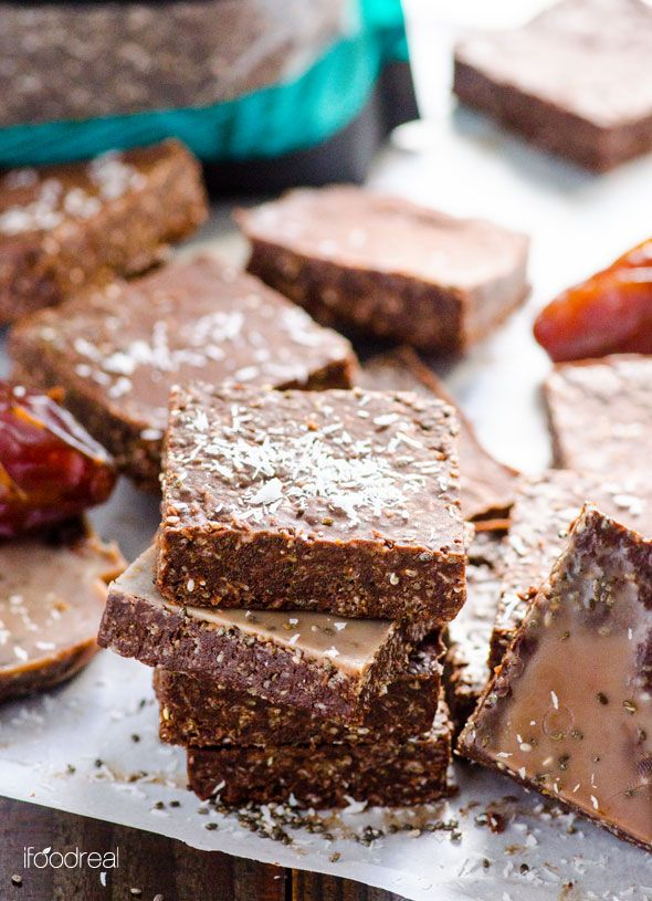 Superfood Dark Chocolate Bars -- Only 6 ingredients and you have full of healthy fats, antioxidants and naturally sweetened with dates treat.