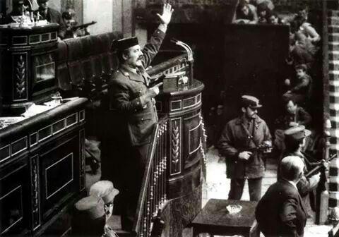 TAL DÍA COMO HOY... 23 FEBRERO 1981 -  En 1981, en España, el teniente coronel de la Guardia Civil, Antonio Tejero, dio un golpe de Estado que fracasó al día siguiente tras mantener secuestrados durante unas horas a los diputados en el Congreso. Posteriormente, Tejero fue procesado y condenado a 30 años de reclusión por un delito de rebelión militar consumado, con agravante de reincidencia.   Más información: http://es.wikipedia.org/wiki/Golpe_de_Estado_en_Espa%C3%B1a_de_1981