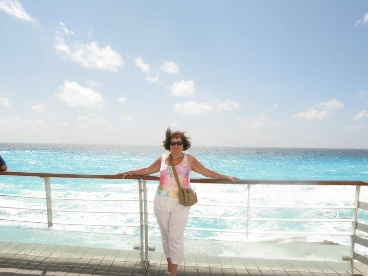 Gorgeous Caribbean Sea in cancun and my lovely mum