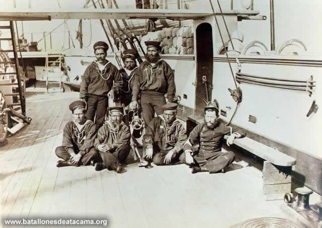 Fotografías Históricas de La Guerra del Pacifico 1879 _ 1884 Blindado Almirante Cochrane: Cabos de cañón de la dotación de la nave, participantes en el Combate de Angamos.