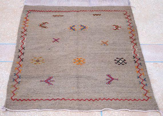 Heller Kelim Teppich, Bestickter Kelim Teppich, Teppich, Marokkanischer Teppich, Wandbehang, 90 x 100