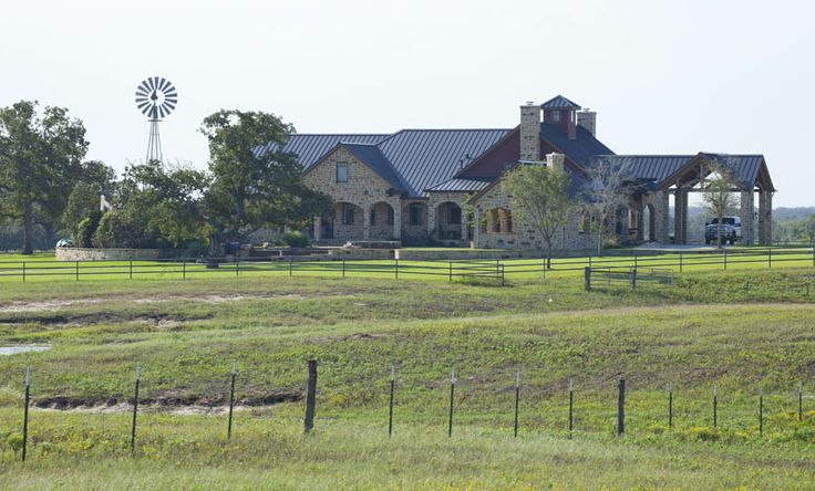 Ranch homestead in texas using timber framing www for Ranch style timber frame homes