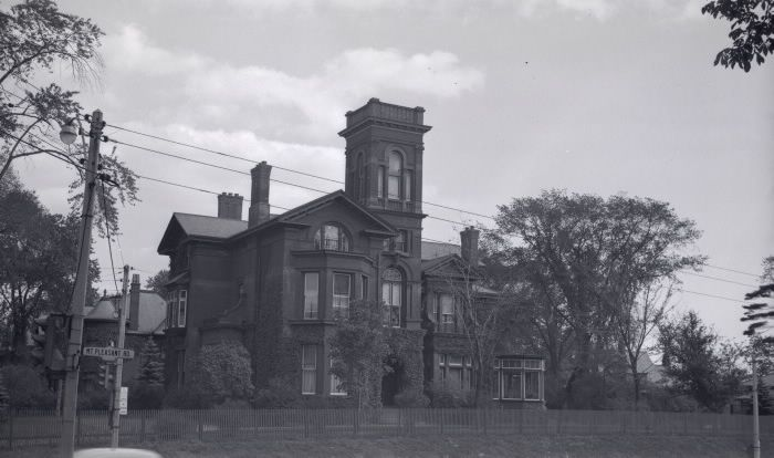Cawthra, Joseph, 'Guiseley House', Elm Ave., s.e. corner Mt. Pleasant Rd. : Toronto Public Library