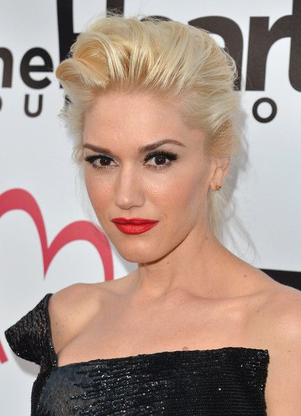 Gwen Stefani Bobby Pinned updo: Gwen Stefani, Platinum Blondes, Prom Hairstyles, Red Lips, Style Icons, Updo Hairstyles, Hairstyles 2014, Wedding Hairstyles, Hair Trends