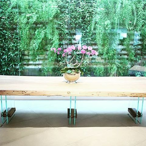 A Dining Table With A Twist. Hermosa mesa de madera natural y base de cristal. #ASRDesign #Dining #Table #Living #GoodLiving