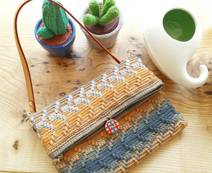 받을 친구, 오늘 이사라네... 담주까지 나랑 있자!  #y패턴 #클러치 #클러치백 #clutch #bag #handmade #crochetgram #crochet_clutch #배루기 #도도스튜디오 #dodo_studio #sol #솔디 #선물 #langyarns #크로셰 #코바늘