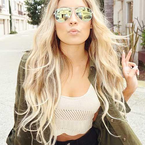 Uzun Sarı Dalgalı Saç Stili