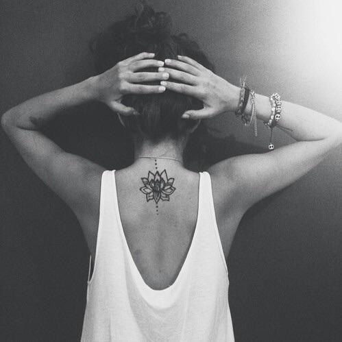 Flor de Loto en espalda alta