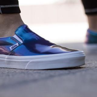 Photoshoot with these amazing Clasic Iridescent Slip-ons @vansgirls  Shoot de fotos de estos @vans tornasol #iridiscent #tornasol #sneakers #slipons #pumps #sneakerhead #kicks #kicksonfire #fashion #urban #bambas #zapatillas #deportivos #urbano #moda #foto #photography #photo