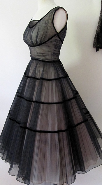 1950's Best Party dress- black and pink tulle shelf bust !! M