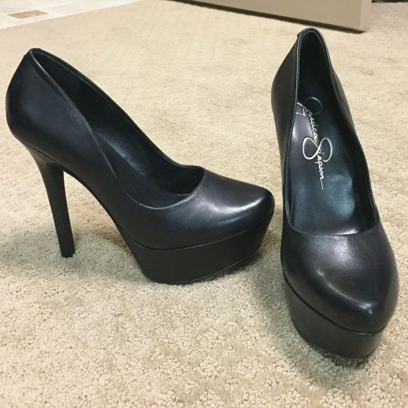 "NWT Jessica Simpson black pumps Brand new never worn black leather Jessica Simpson platform pumps with a 4"" heel, absolutely stunning on!! Jessica Simpson Shoes Heels"