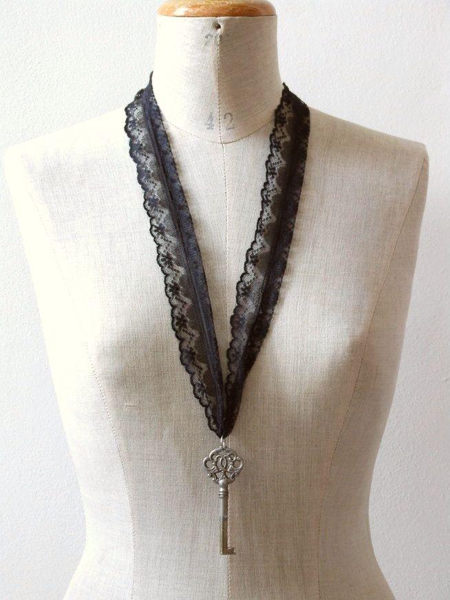 Handmade ketting van vintage kant en antieke sleutel - Sieraden - Vintage