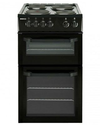 This brand new free standing, twin cavity electric cooker is finished in stylish black and comes with 1 year parts and labour warranty. Features manual controls and solid hotplates. Good value!