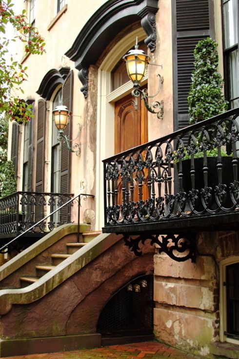 Established in 1733 and used as a port during the American Revolution, Savannah is the oldest city in Georgia.