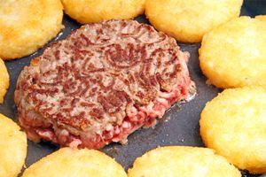 Manger un steak haché saignant peut être risqué
