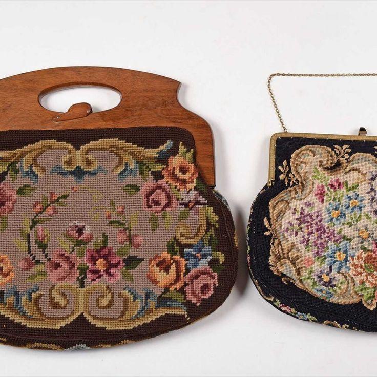 Paar Handtaschen verzierter Metallbügelverschluss und Holzbügel…