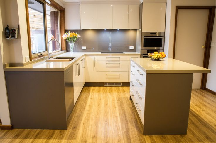 Contemporary kitchen. U shape with island bench. www.thekitchendesigncentre.com.au