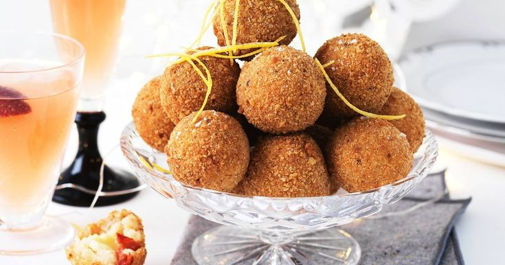 Make a delicious savoury snack at your next dinner party with these semi-dried tomato arancini balls with a surprise cheesy bocconcini centre!