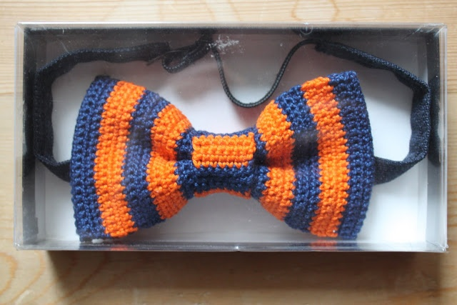 damsel & baron: Crochet bow tie DIY (this site is in danish...you might have to translate it. google chrome will do that for you.)