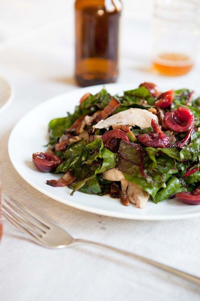Σαλάτα με σεσκουλα, κοτόπουλο και bacon