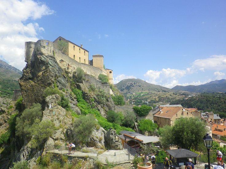 Citadela na 100 metrů vysoké skále #Corte