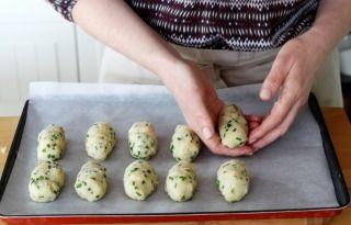"""750g vous propose la recette """"Croquettes de chou-fleur au parmesan"""" accompagnée de sa version vidéo pour cuisiner en compagnie de Chef Damien et Chef Christophe."""