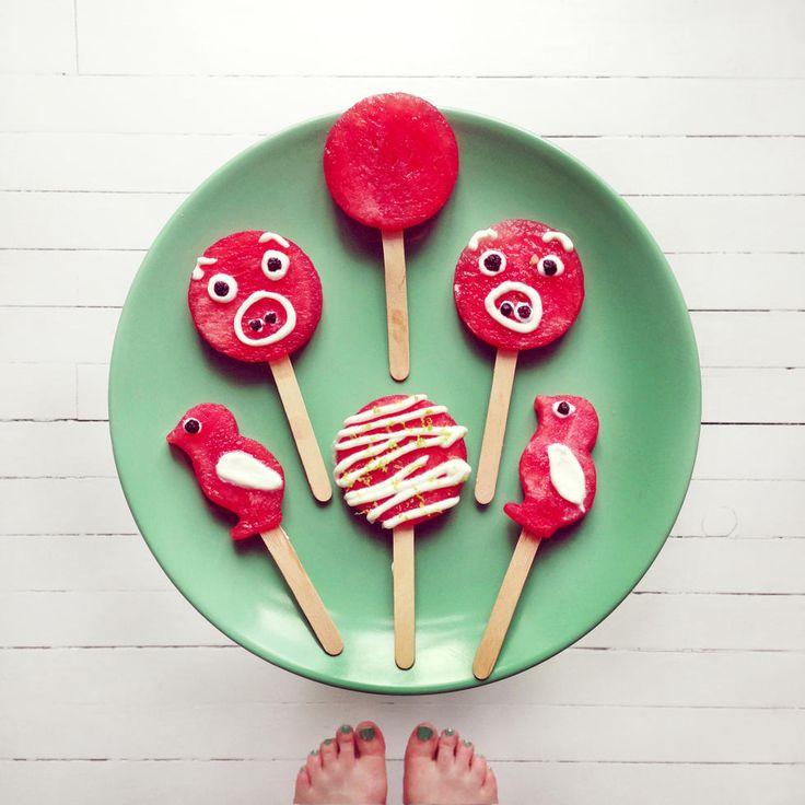 Vannmelonis med limeyoghurt - Kjøl deg ned med en enkel, forfriskende og sunn is med mange dekorasjonsmuligheter.