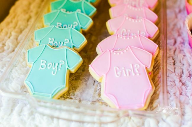 Gender Reveal Cookies by Auntie Bea's Bakery #genderreveal #babyshower