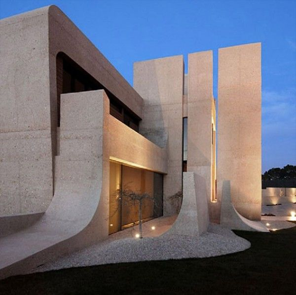 Unusual houses of the world skateboarding house http for Architecture parametrique