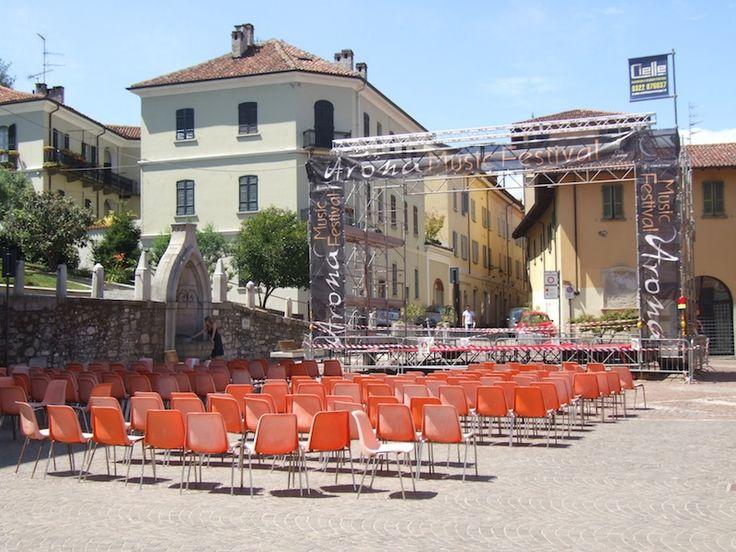 """Torna """" E...state al cinema """" cinque appuntamenti di cinema all'aperto Arona si riunisce in piazza San Graziano sotto al maxi schermo."""