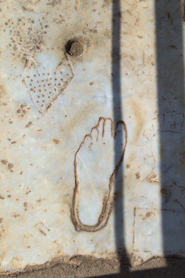 En esta losa de mármol se cree que indicaba la dirección hacia el lupanar. Éfeso. Turquía