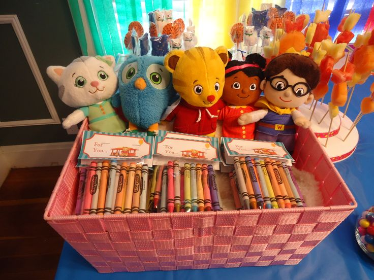 Toys R Us Birthday Party : Crayon favors characters from toys r us and printables