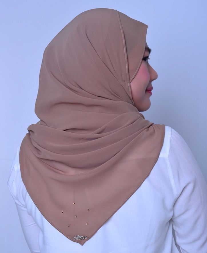 Elara Brown.  One of the many moons of Jupiter. Stability and security.  Decorated with Swarovski crystals at one corner of the shawl, which resembles the shape of a star and also a Belle Aurora silver logo. Size: 2.0 x 0.7m Material: Soft chiffon aritachi, cool to the skin.  Price: RM 65.00 (includes poslaju postage) - postage day: Monday and Thursday. This item will be packed in a classy black box. Colour may differ slightly due to indoor camera flash settings. Visit IG page: belle.aurora