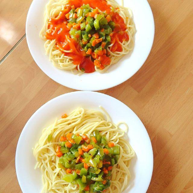 Domingos con @janidigu de visita 😄 #espaguetis #pasta #spaghetti #tomate #verduras #vegetariana #receta #comida #sana #cocinera #casa #yummy #vegetarian #newhome #friends #friendship #domingo #felizdia #findesemana