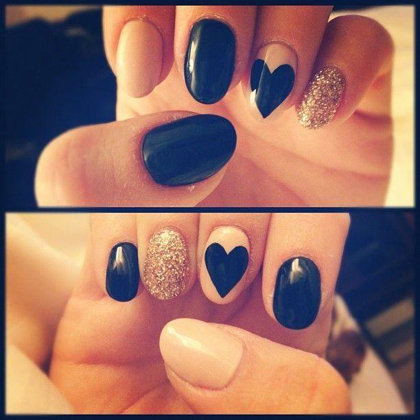 Klasyczna czerń zawsze jest piękna. Przenieś ją na paznokcie!