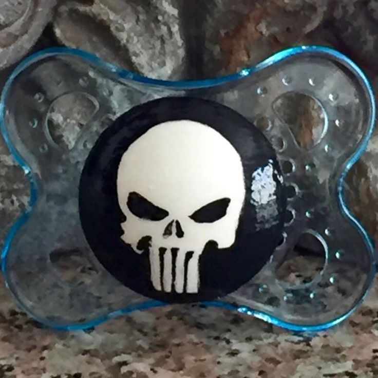 💀 Baby Punisher Custom Hand Painted Pacifier 💀 #pacifier #halloween #dressup #babyaccessories #grandbaby #dummy #soother #punisher #comic #babyphotoprop #bebe #chupete #schnuller #dudlik #emzik #infant #newborn#thepunisher #halloween2017 #babyhalloween