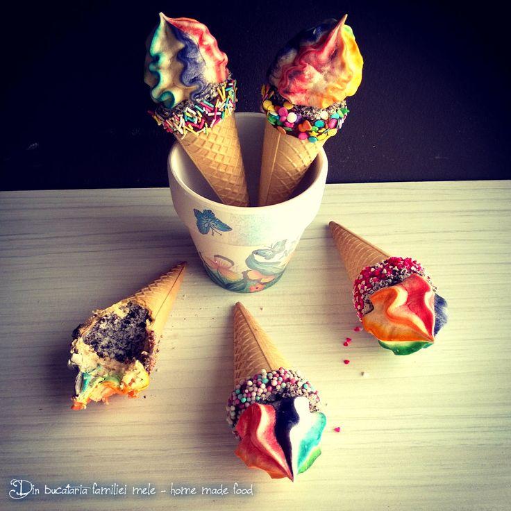 Conuri cu crema Oreo si bezele curcubeu/Rainbow Meringue and cream Oreo  Cones