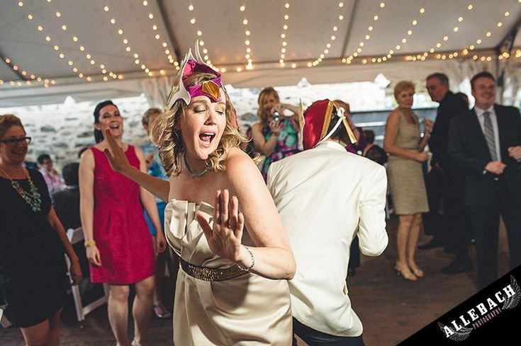 Don't let these 10 wedding photographer pet peeves mess with your photos | @offbeatbride