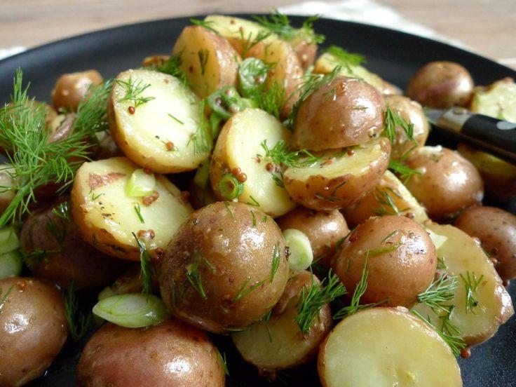 Een+snelle+aardappelsalade+met+mosterd+en+verse+dille.+Eet+er+vis+bij+en+je+bent+in+Scandinavische+sferen!  +|+http://degezondekok.nl
