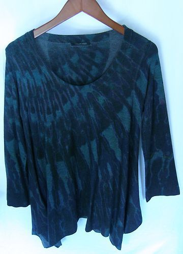 This is a gently worn Ashley Blue black long sleeve abstract casual 1X to 3X Plus Women's Top Blouse. This top is is real unique. The way this top is cut will fit anyone from a 1X to a 3X very comfortably.