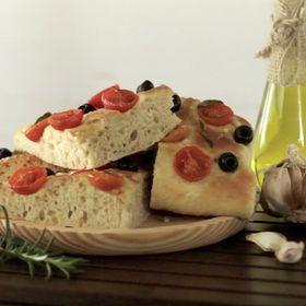Focaccia de aceitunas y tomates cherry