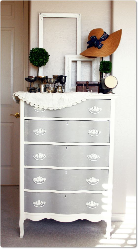two tone dresser with chalk paint..so cute.. im trying to decide how to paint my vintage furniture