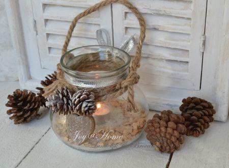 Kerst-sfeerlicht-glas-met-touw-dennenappels-en-hartje