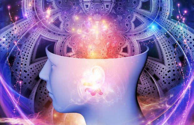 Scienza e spiritualità, passo dopo passo, sembrano destinate ad incontrarsi sul cammino della conoscenza. Bernard Carr, astronomo e matematico, ha teorizzato che molti dei fenomeni che riteniamo di origine sovrannaturale, poiché non possiamo spiegarli con le leggi della fisica della realtà in cui viviamo, potrebbero avere origine in altre dimensioni.