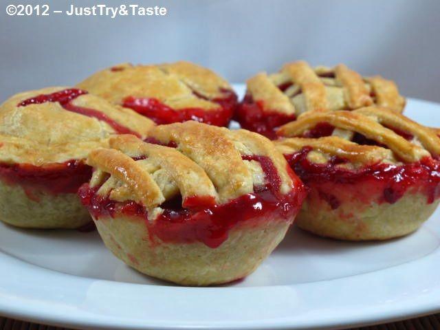 Just Try & Taste: Mini Strawberry Pies: Tiga buah pie saya masih kurang. Kalau anda?