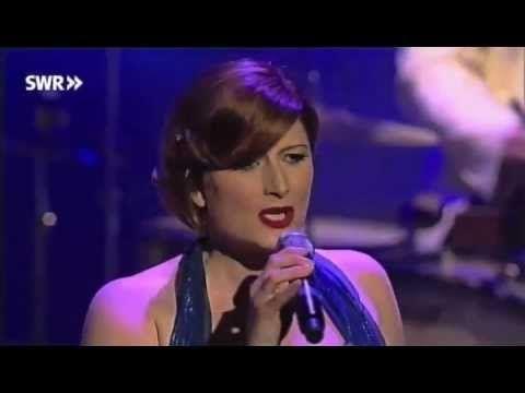 ▶ Pasadena Roof Orchestra & The Puppini Sisters - Heebie Jeebies - YouTube