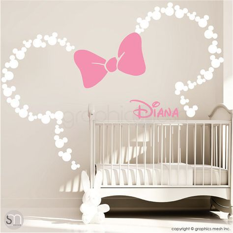 Orelhas Inspiradas Mickey Mouse com fita e NOME DO BEBÊ personalizado / Minnie Mouse Inspirado Decalque em parede por GraphicsMesh (Médio)   – Fotowände