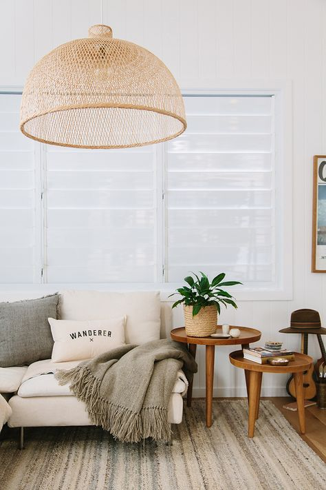mid century livingroom pink sofa inspiration
